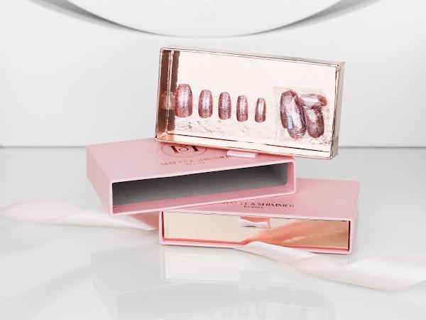 Kunstnagels van Matte & Shimmer Beauty