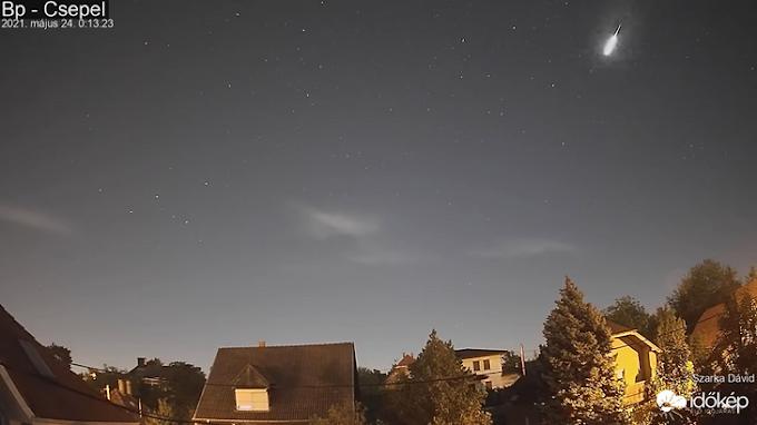 Fényes meteor húzott el a keleti égbolton az éjjel, több webkamera is rögzítette – videó