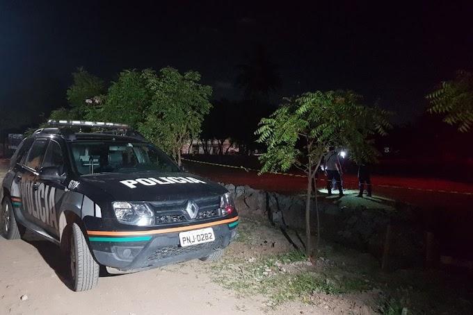 Adolescente é morta em terreno e tem parte do corpo incendiado, em Fortaleza