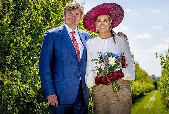 The King and Queen visit the Opheusden, Tiel, Geldermalsen and Culemborg of Gelderland. Natan