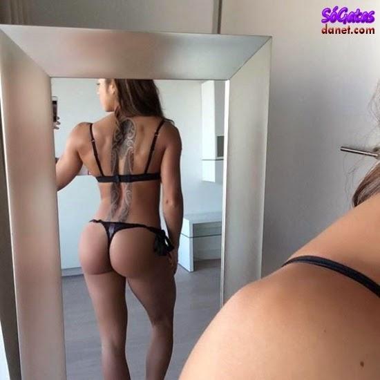 Sandrinha Prikker foto da bunda no espelho