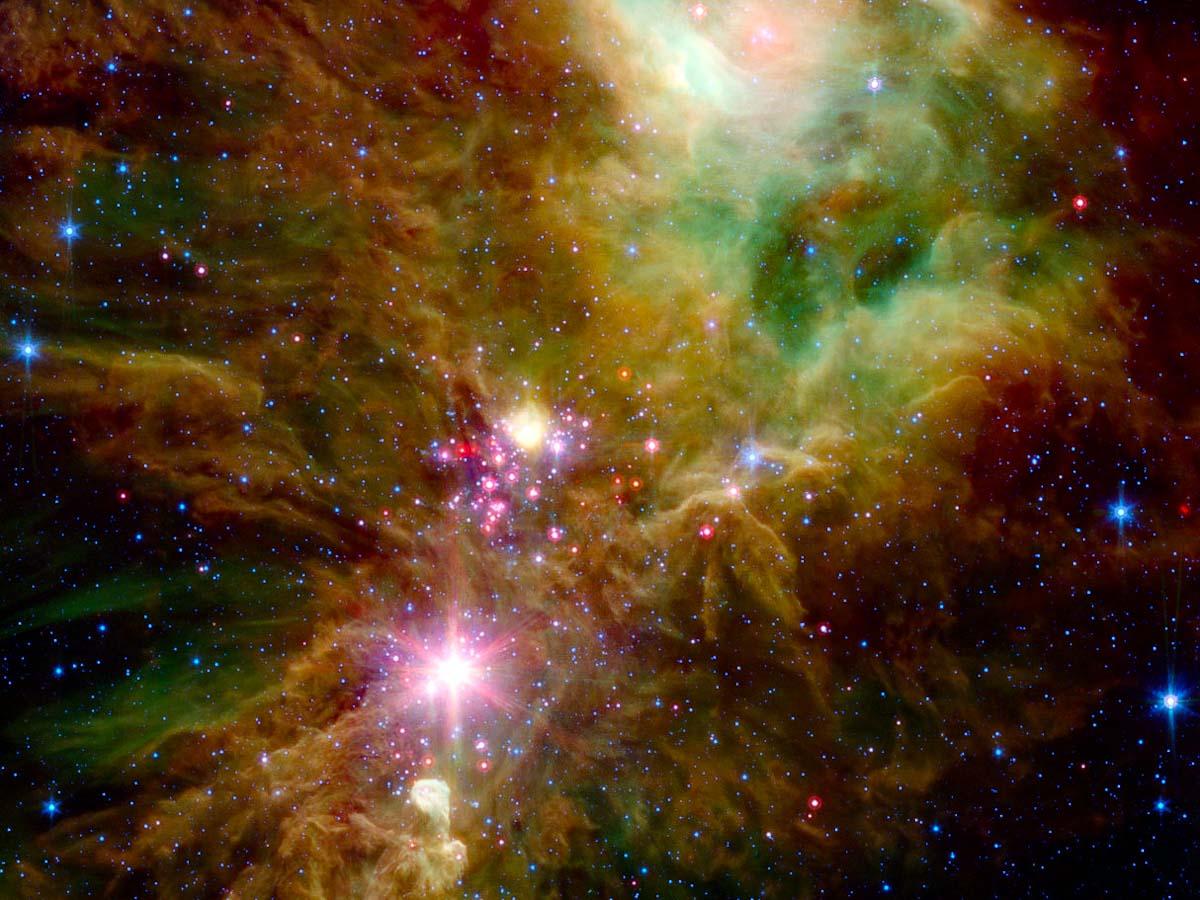 Telescópio espacial da Nasa revela aglomerado de flocos de neve estelar