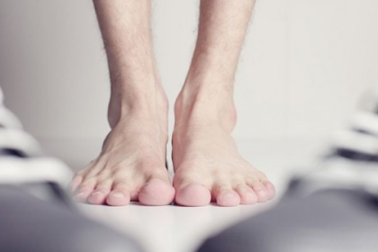 How to remove foot odor