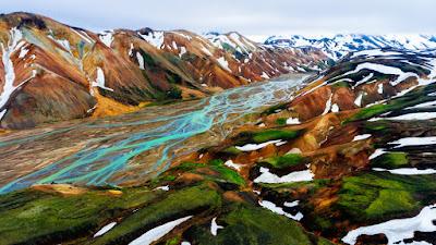 Paisajes de Landmannalaugar en una de las rutas de senderismo más populares