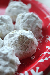 Walnut Snowball Cookies from Bake Chocolate Cake - Countdown to Christmas