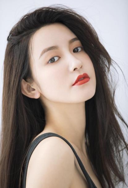 Người mẫu Trung Quốc bị cảnh cáo vì dụ dỗ chủ tịch công ty