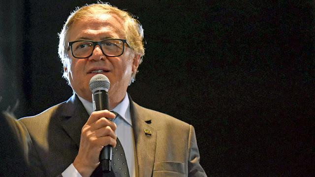 """Ministro de Educación de Brasil niega el golpe militar en 1964 y promete """"una versión más amplia de la historia"""" en los libros escolares"""