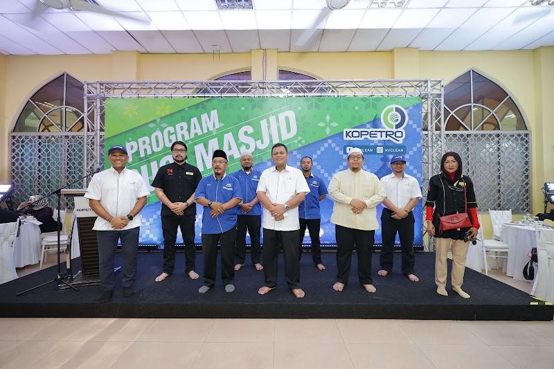 KOPETRO Jalin Kerjasama Bersama Persatuan Seniman Malaysia Dalam Program Gotong Royong Masjid