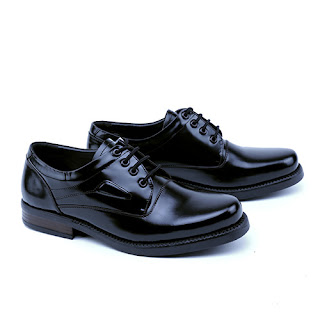 sepatu kerja pria,sepatu pantofel kulit kilat,gambar sepatu PDH kulit asli,sepatu pdh tni polri,grosir sepatu pantofel murah bandung,sepatu dinas pegawai bank,sepatu formal pria kulit asli murah