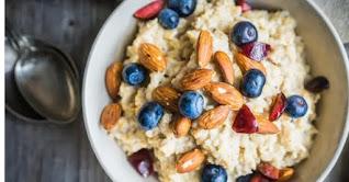 Oatmeal  bluberry dan kacang merupakan makanan penurun gula darah terbaik