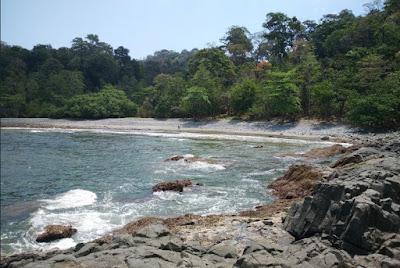 Pesona Pantai Batu Banyuwangi
