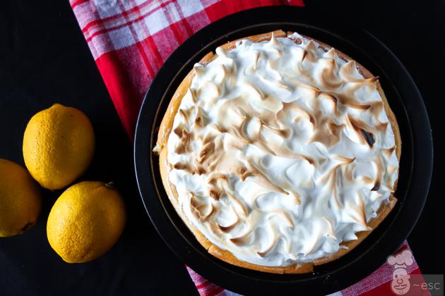 Tarta de limón y merengue más fácil con base de bizcochos de soletilla