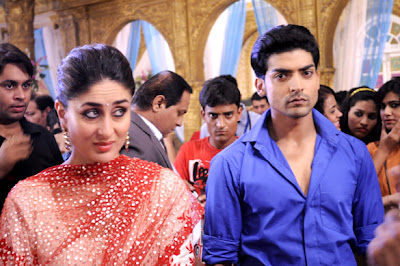 Kareena Kapoor promotes 'Heroine' at Sets of 'Punar Vivaah' serial