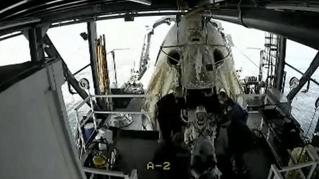 SpaceX berhasil mendaratkan 2 astronot NASA kembali ke bumi