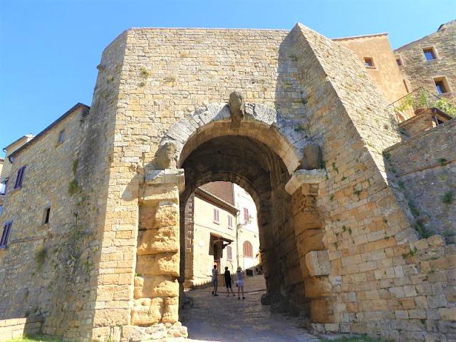 porta dell'arco a Volterra