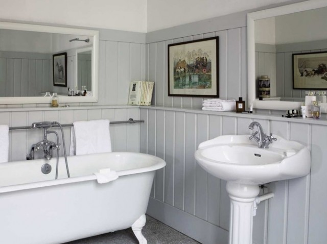 Boiserie c charme retro in bagno - Salle de bain style shabby ...