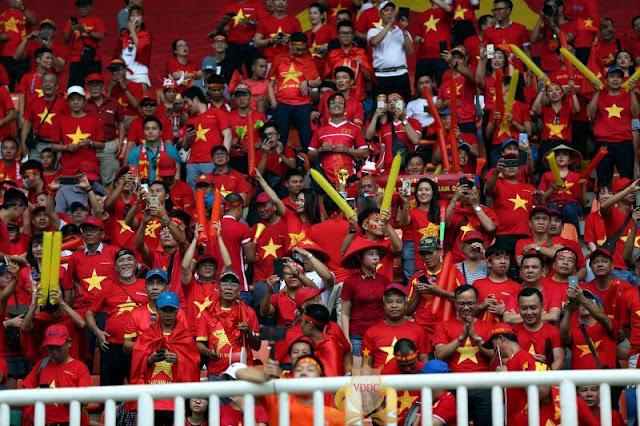 AFC phạt VFF 12.500 USD do CVĐ Việt Nam đốt pháo sáng tại Asiad 18