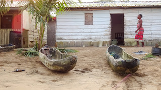 In equatorial Guinea people use canoes