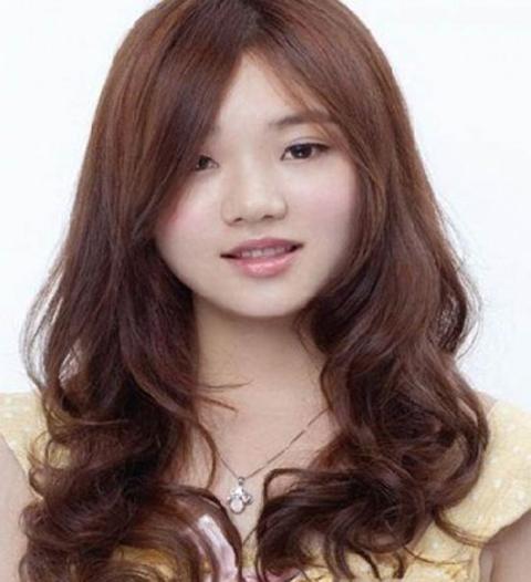 model rambut panjang untuk wajah bulat