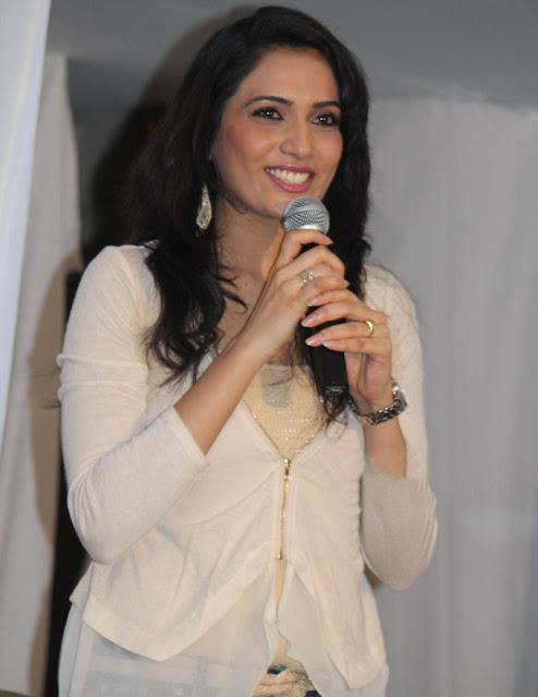 Kannada Actress Mythriya Gowda Latest Cute Smiling Pics Navel Queens