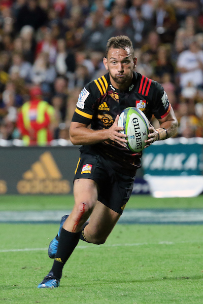 Aaron Cruden of the Chiefs runs with ball in hand