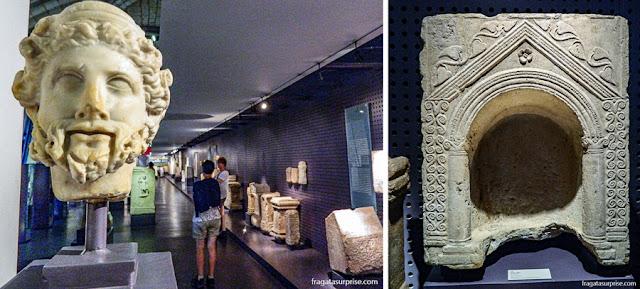 Cabeça em mármore e um pequeno altar doméstico da Coleção Romana do Museu de Arqueologia de Lisboa