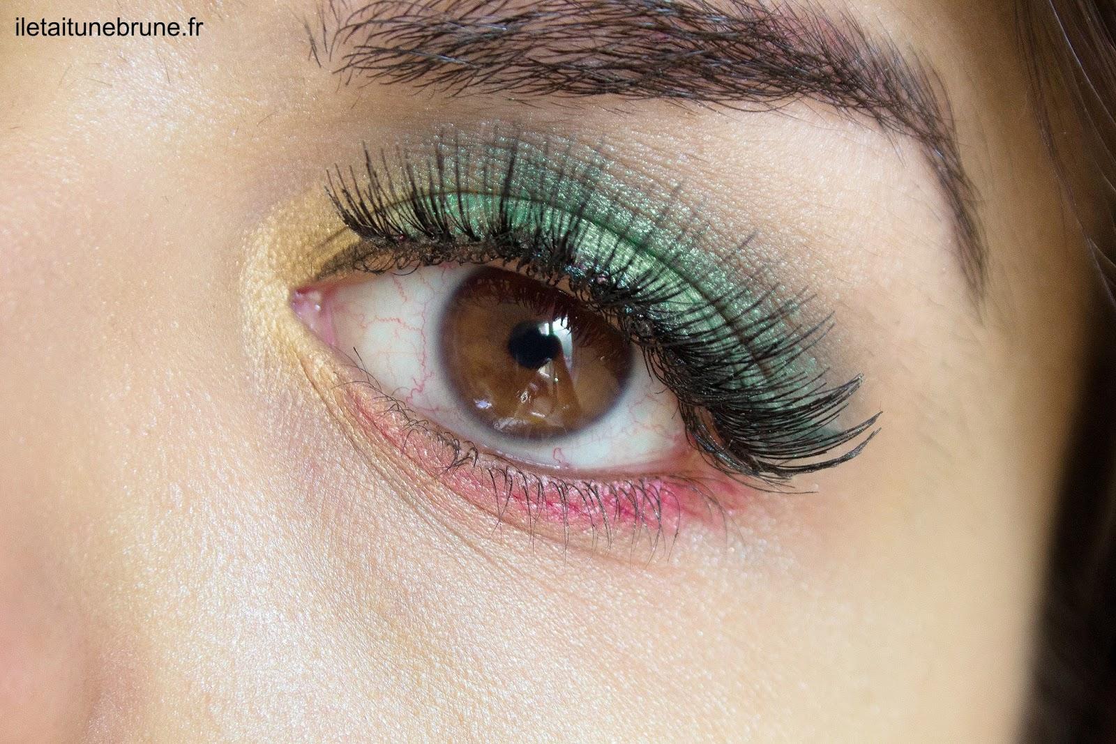 maquillages des yeux jaune vert et rouge façon Poison Ivy
