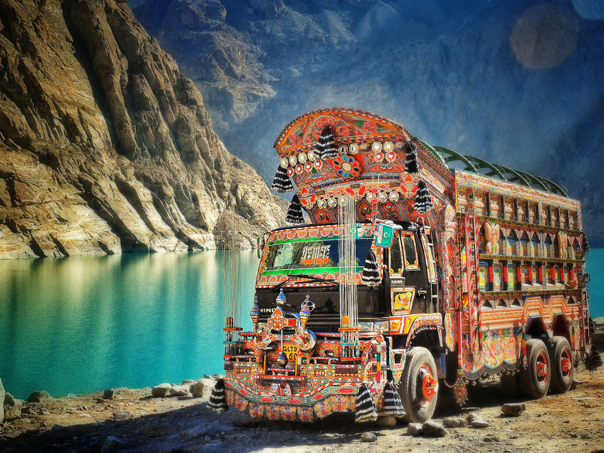 Pakistan truck - I Quit My Studies At The Age Of 18 And Traveled To 97 Countries Since Then