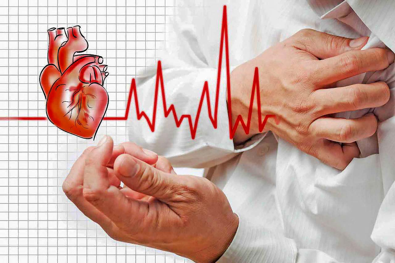 انتبه لتلك العلامات الخطيرة ...  اعراض السكتة القلبية