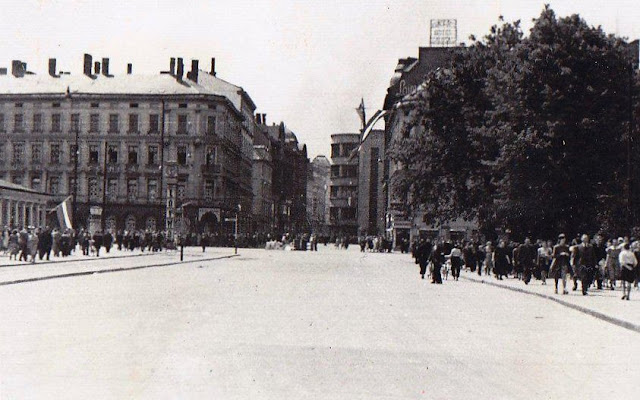 "1 июля 1941 года. Рига. Бульвар Бривибас. Часы "" Laima"""