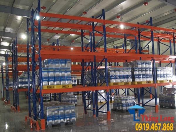 Sản xuất và phân phối kệ kho chất lượng cao