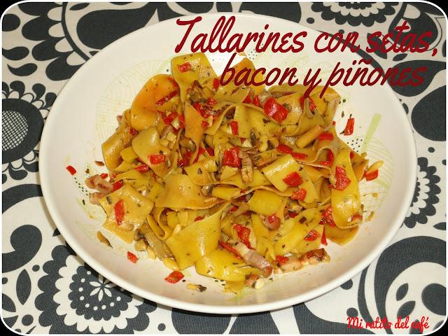 Tallarines con setas, bacon y piñones