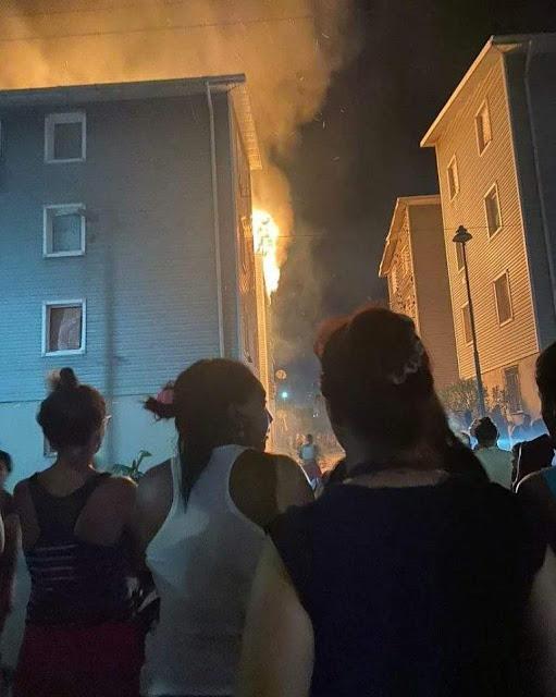 Así se quemó el edificio Hugo Chavez en Playa Grande - Estado Vargas