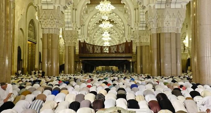 """Le Maroc nettoie ses mosquées en """"virant"""" les imams non respectueux des règles."""