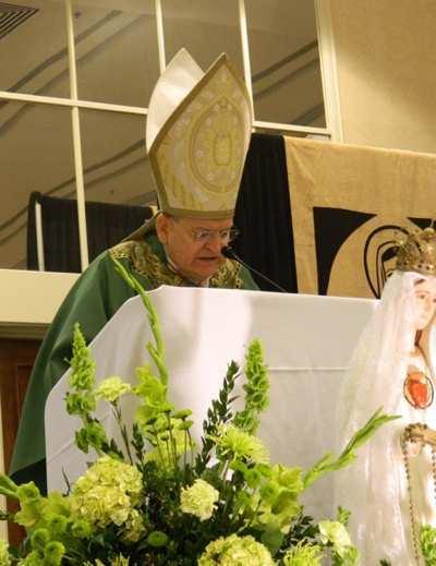 """Đức Hồng Y Burke nói """"Lẫn lộn và sai lầm"""" từ các nhà lãnh đạo Công giáo có thể là dấu hiệu của thời cuối."""