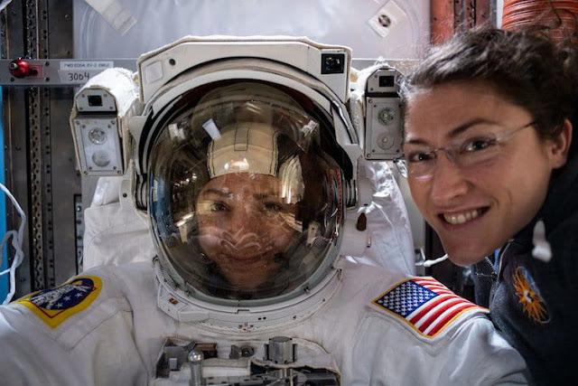اول رحلة للسير عبر الفضاء بواسطة رائدين فضاء من النساء