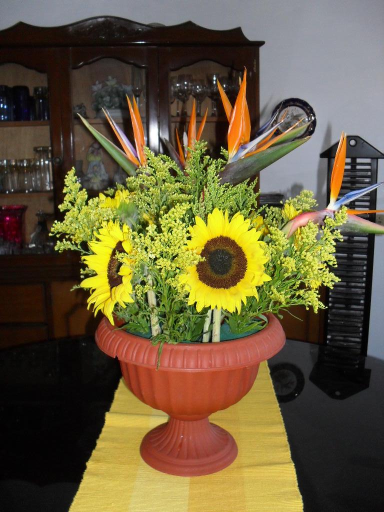 Arreglos Florales Magui Copa Color Ladrillo Girasoles