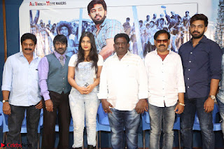Bichagada Majaka Press Meet   Neha Deshpande with star Cast 11 March 2017 006.JPG