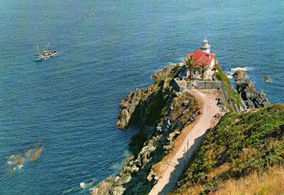 Faro de Cudillero. Postal de 1965 de la editorial García Garrabella