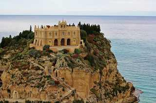 Top 10 Awesome Beaches to visit in Italy, Tropea Calabria