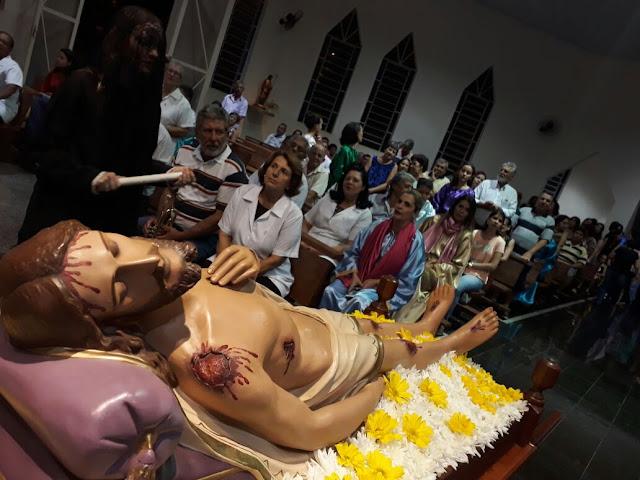 'Procissão do Senhor Morto' leva multidão às ruas de Cajobi