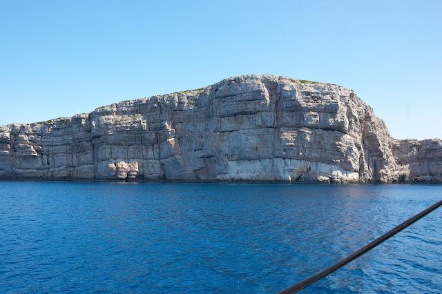 urwiste i skaliste nabrzeże Chorwacji