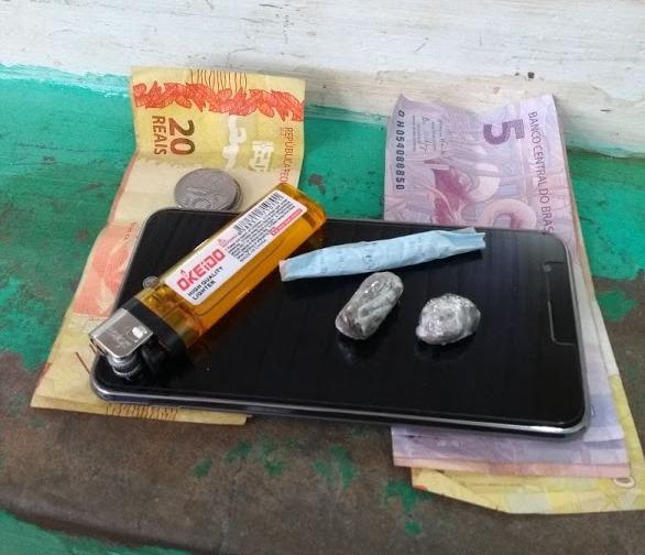 Homem é acusado de comercializar droga e é preso pela PM