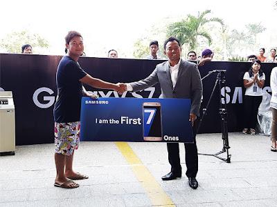 ျမန္မာႏိုုင္ငံမွာ သတ္မွတ္အလံုုးအေရအတြက္ကိုု တစ္ရက္တည္းနဲ႔  ေရာင္းကုုန္သြားတဲ့ Samsung Galaxy S7 Edge