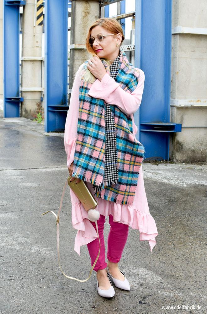 Kleid über Hose richtig Stylen
