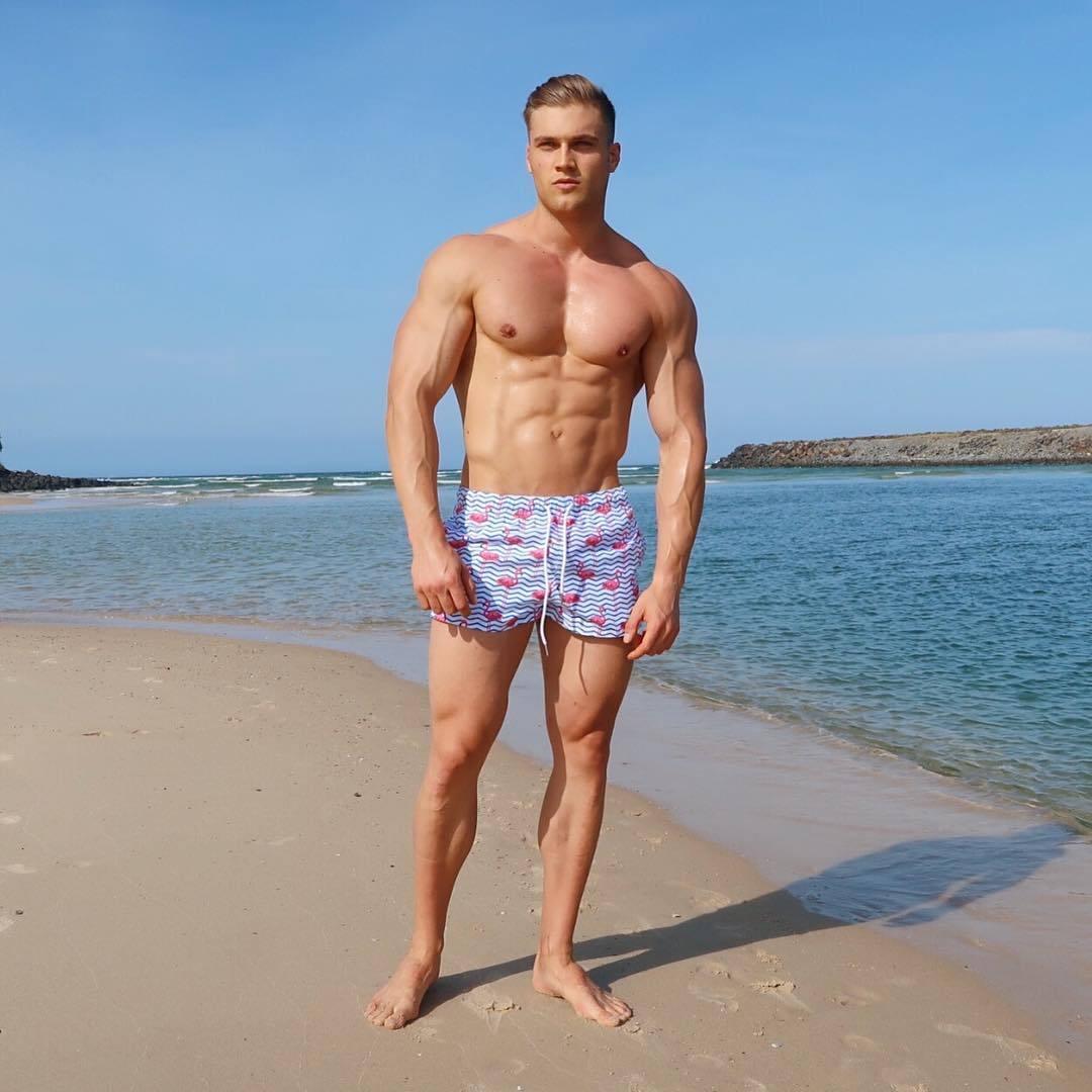 hot-beach-body-guys-jay-darko-shirtless-muscular-beefcake