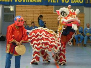 La danse de la licorne, fête du Têt