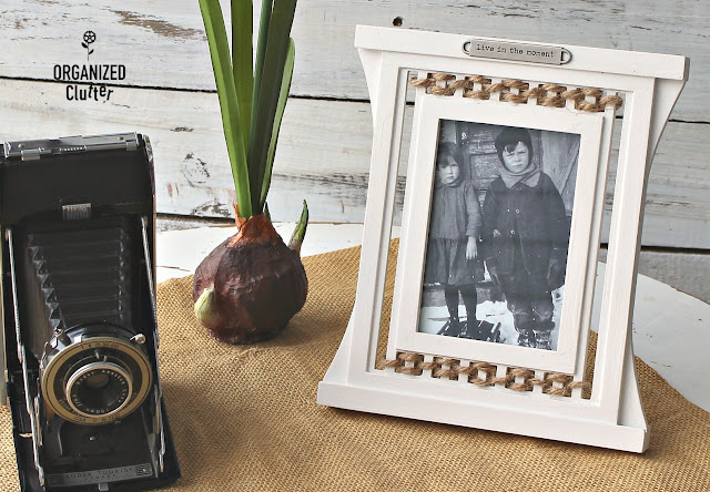 Thrift Shop Picture Frame Gets A Farmhouse Makeover #farmhouse #thriftshopfinds #pictureframes #upcycle