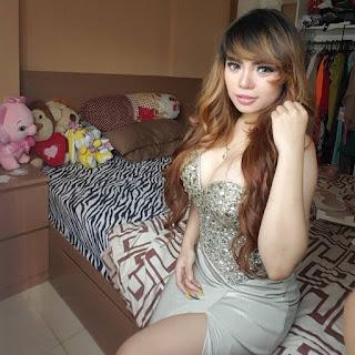 Foto Hot Dinar Candy Yang Memperpesar Payudaranya Jadi 36C