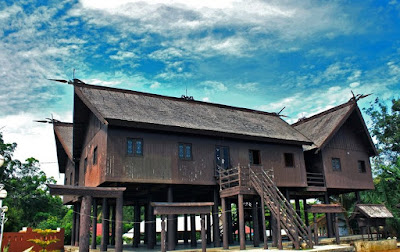 Kalimantan yakni salah satu pulau yang ada di indonesia Macam-Macam Rumah Adat Yang Ada Di Kalimantan